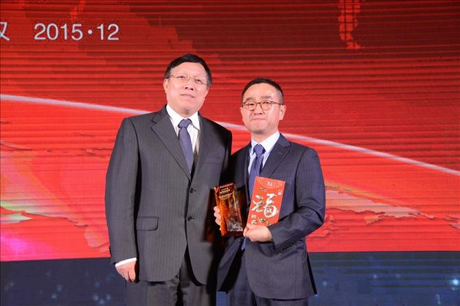 POSCO-CWPC has been selected as an excellent supplier for the third consecutive year by DPCA, the largest finished carmaker in the Central China region. (From left) DPCA's technical director, Tan Min Qiang and POSCO-CWPC's President, Young-ki Seo