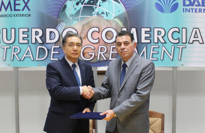 Daewoo International President Young-sang Kim and Gecomex President Aurelio Mollineda signed an MOU in Cuba to cooperate on project implementation and trading.