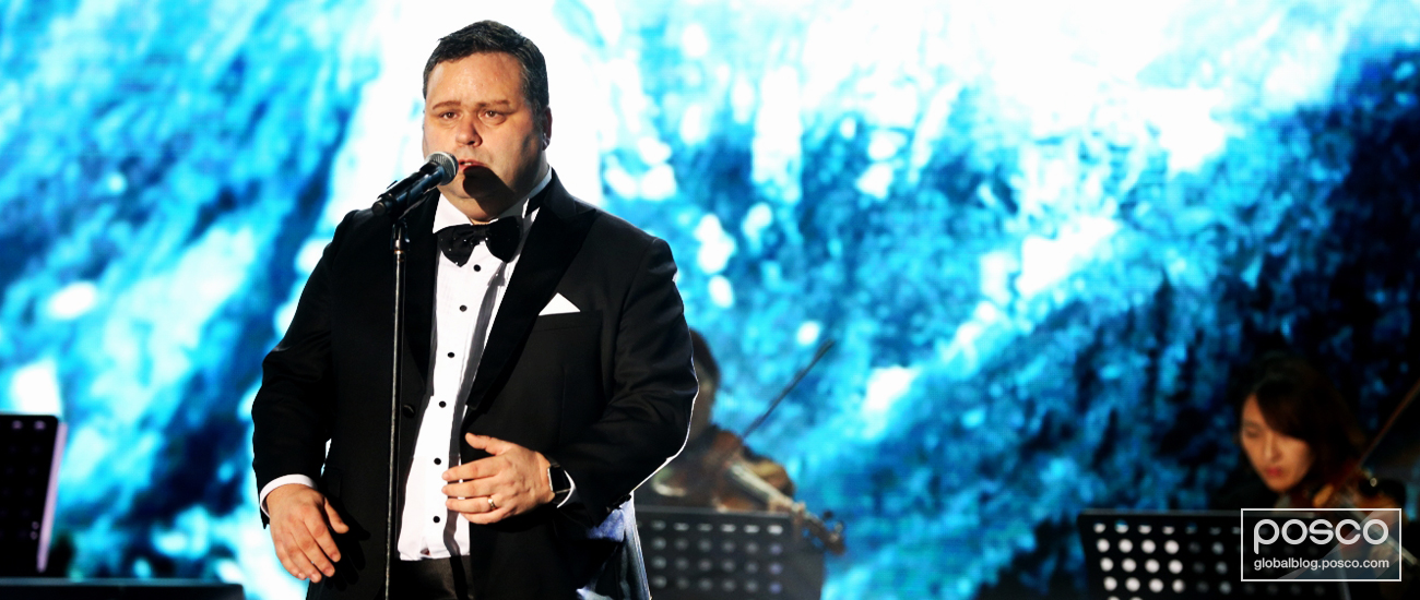 World-renowned vocalist Paul Potts gave a searing performance of classics such as Brindisi and Missing Geumgang Mountain.