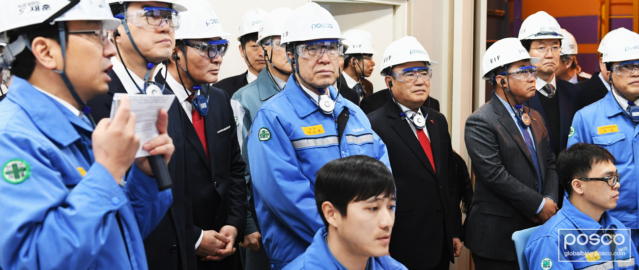 POSCO CEO Ohjoon Kwon and others gather in a room to learn more about the lithium production process.