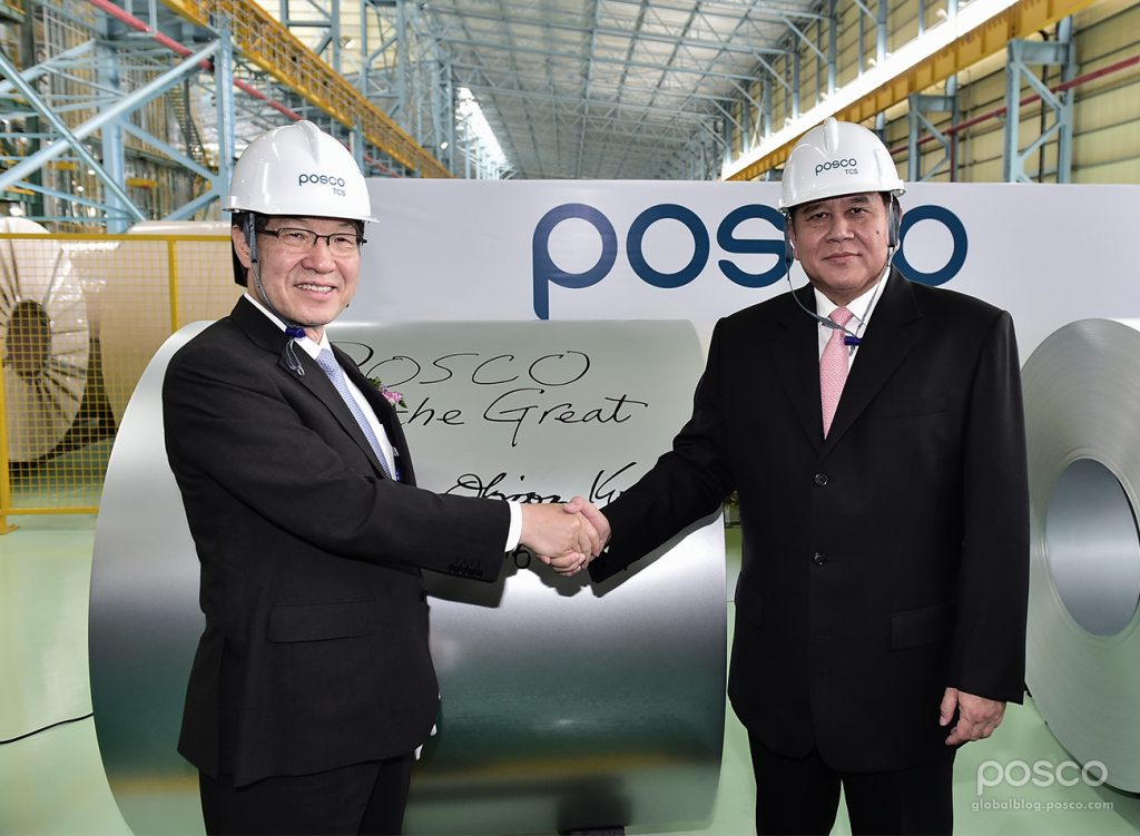 POSCO CEO Ohjoon Kwon and Deputy Prime Minister and Minister for Foreign Affairs Tanasak Patimaprakorn shake hands at hands after handwriting a message on a coil produced in Thailand CGL