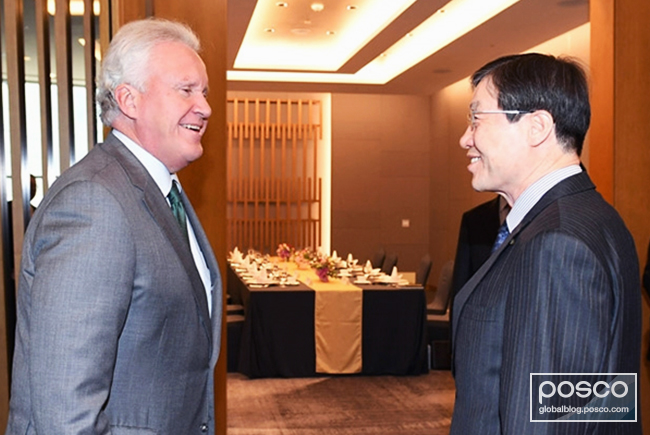 CEO Kwon of POSCO greets chairman Jeffrey Immelt of GE
