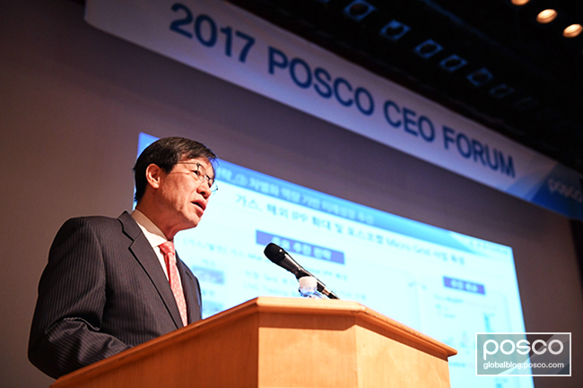 CEO Kwon announces a new strategy and the preliminary first-quarter earnings report at the CEO Forum that was held in Yeouido on March 30.