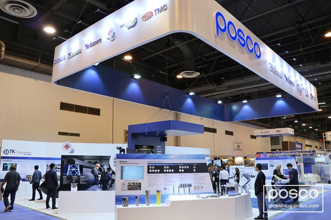The photo displays the POSCO booth at the 2017 OTC venue.