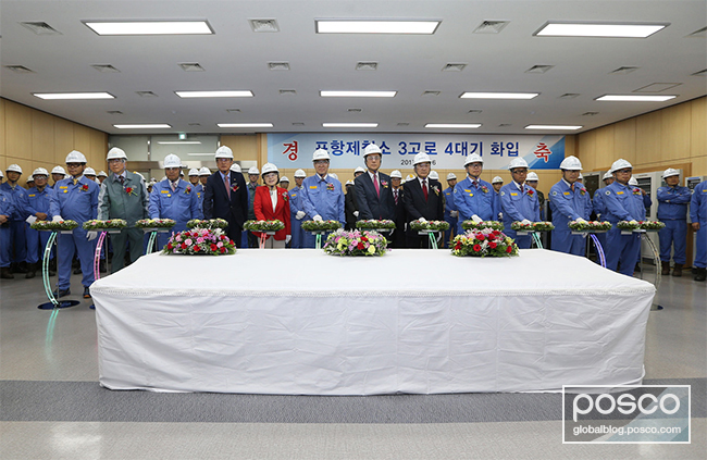 Distinguished guests, including CEO Kwon Ohjoon, are seen powering on the blower switch in the operating room of Pohang Blast Furnace No. 3