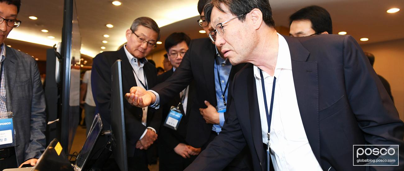 POSCO CEO Ohjoon Kwon looking at a PosFrame platform
